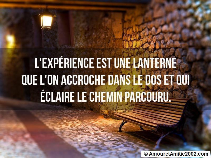l'expérience est une lanterne que l'on accroche dans le dos