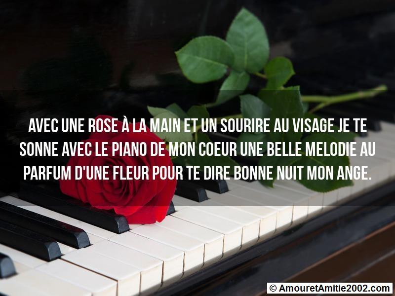 Message Amour Avec Une Rose à La Main Et Un Sourire Au Visage